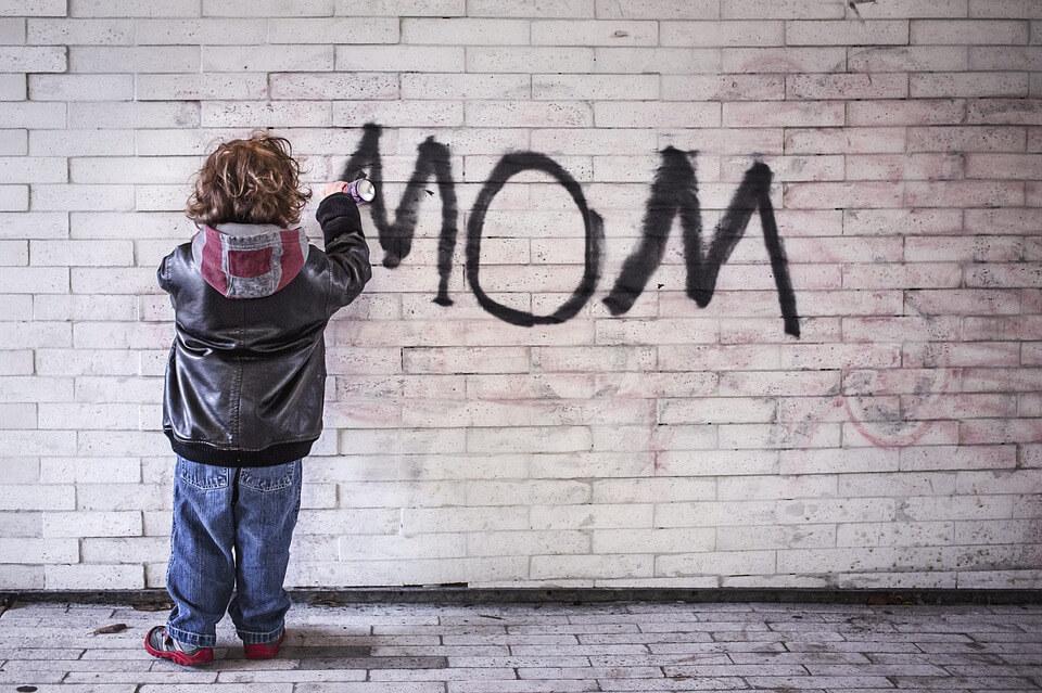 mom-1403724_960_720